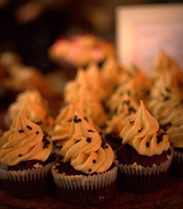 Caramel Cookie Cupcakes